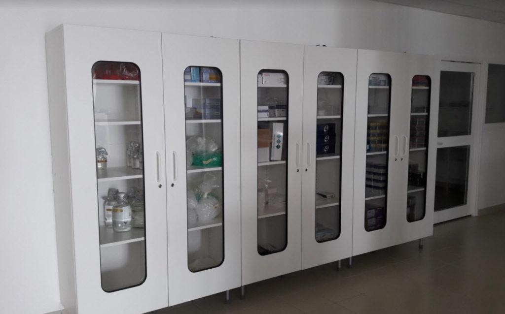 armoire de laboratoire à porte