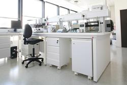 meuble de laboratoire sous paillasse